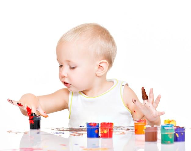 Маленькая детская краска своими руками на белом.