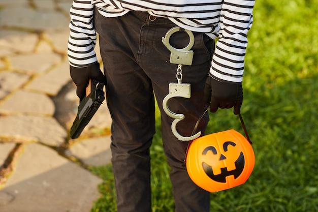Маленький бандит на хэллоуин