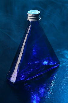 Маленькая голубая бутылка