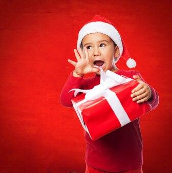 Ragazzino in possesso di un dono e urlando