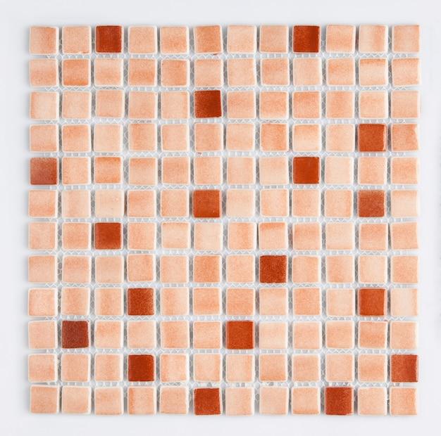 흰색 바탕에 작은 갈색 세라믹 타일, 위쪽 전망, 마졸리카. 카탈로그