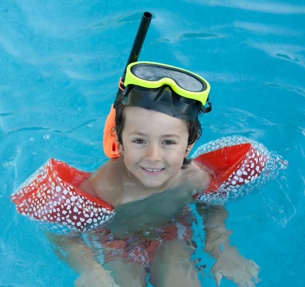 小さな子供水泳