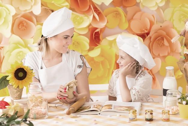 요리사의 형태로 어린 아이들이 맛있는 준비