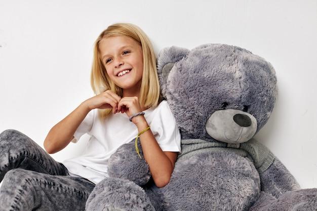 작은 귀여운 소녀 유행 아기 옷 아이 라이프 스타일 개념