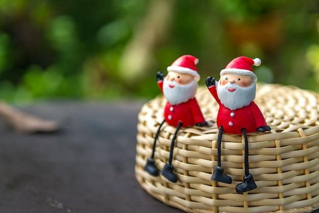 작은 귀여운 산타 클로스와 메리 크리스마스 모델 피겨 장난감