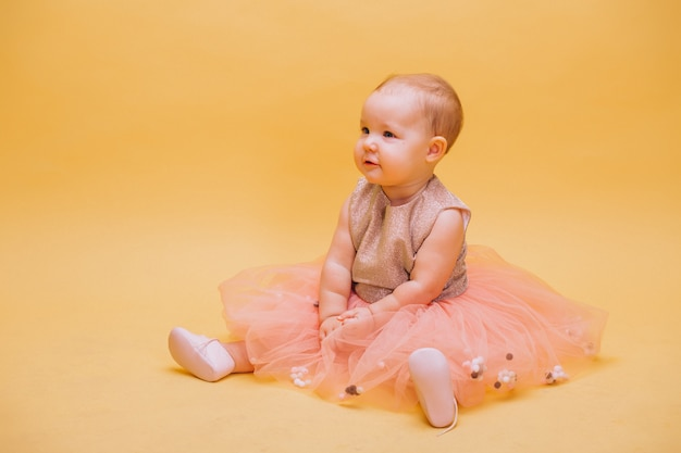 Маленький милый малыш в платье