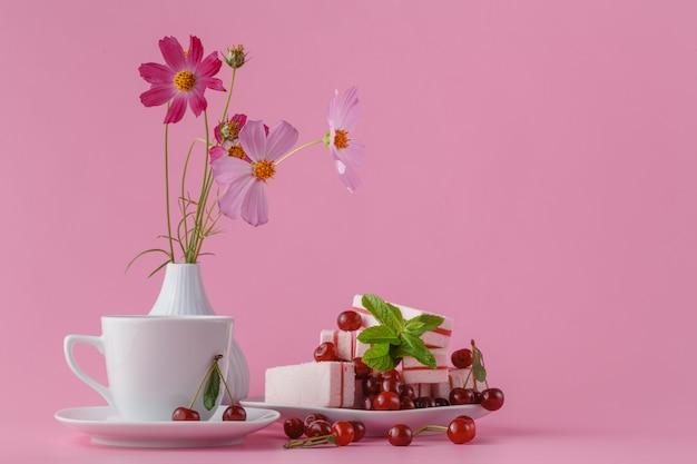 Маленький нежный элегантный букет цветов