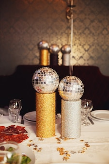 Little disco balls put on tubes on dinner table