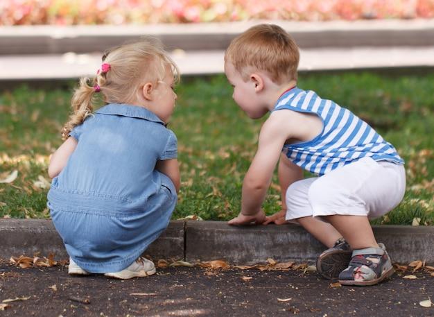 작은 친구 소년과 소녀