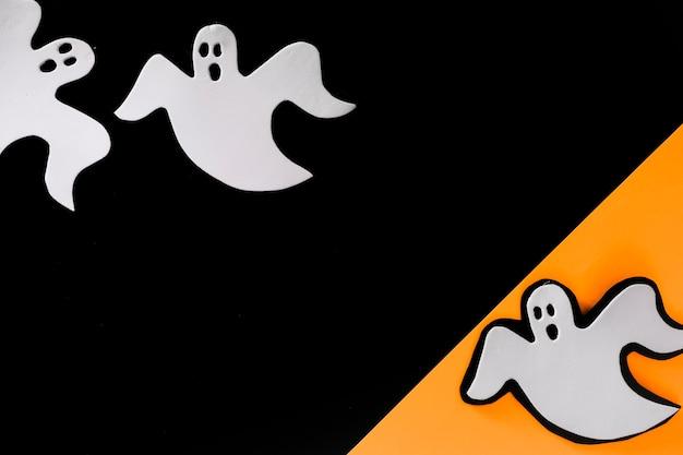 Little ghosts laid in random order