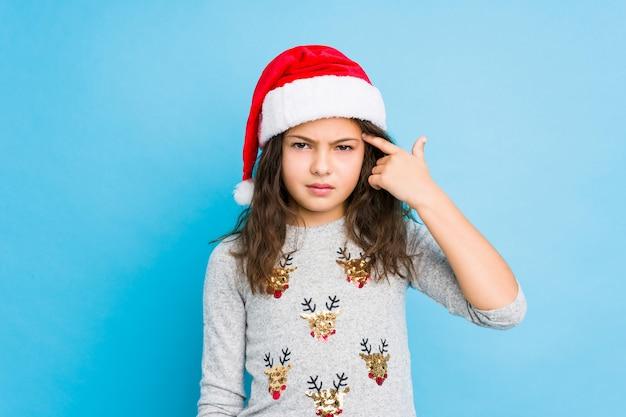 Маленькая девочка, празднование рождества, показаны разочарование жест с указательным пальцем.