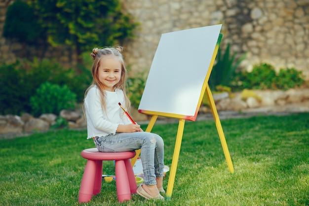 小さな女の子の描画