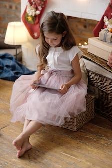 ドレスを着た少女