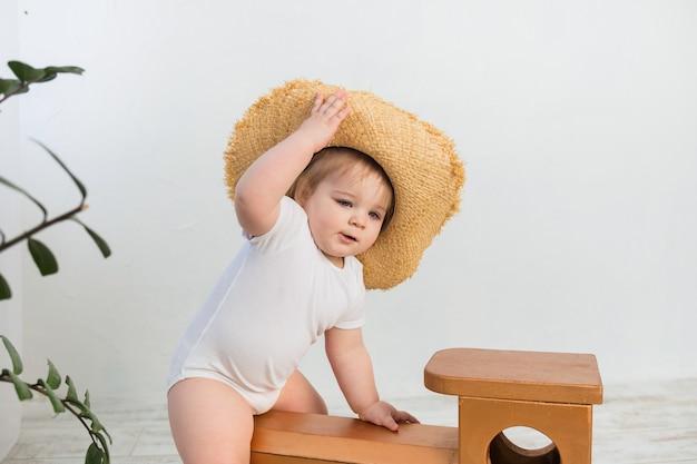 밀 짚 모자 소녀