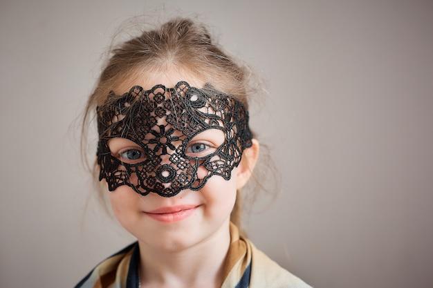 ビンテージフィッシュネットマスクの少女