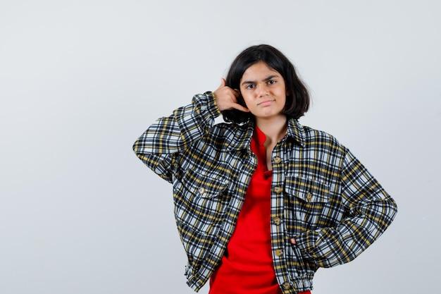 シャツを着た少女、電話をかけるジャケット、ジェスチャー、正面図。