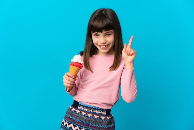 격리 된 배경 위에 어린 소녀 프리미엄 사진