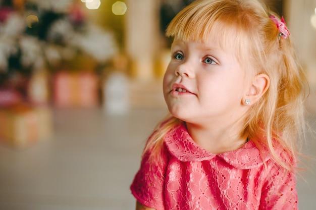 Маленькая девочка с боке