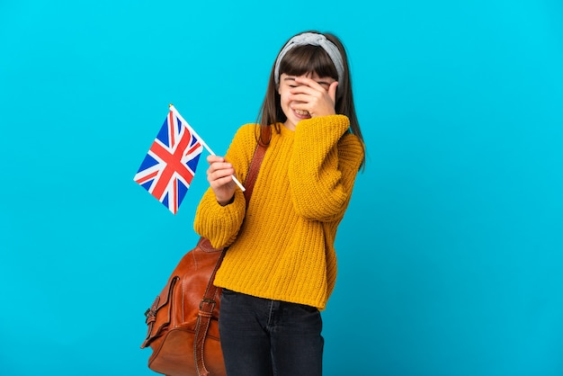 Маленькая девочка, изучающая английский язык изолирована
