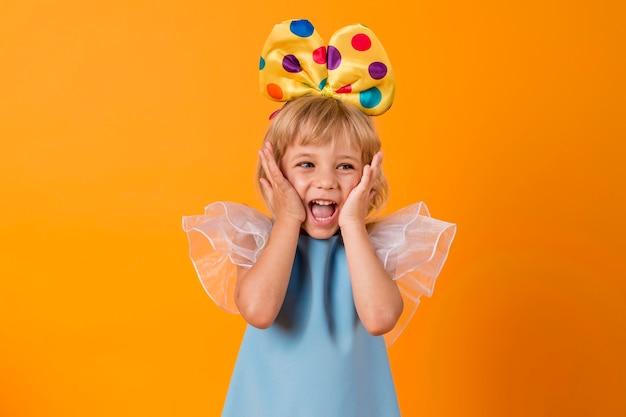 Bambina con il costume del festival