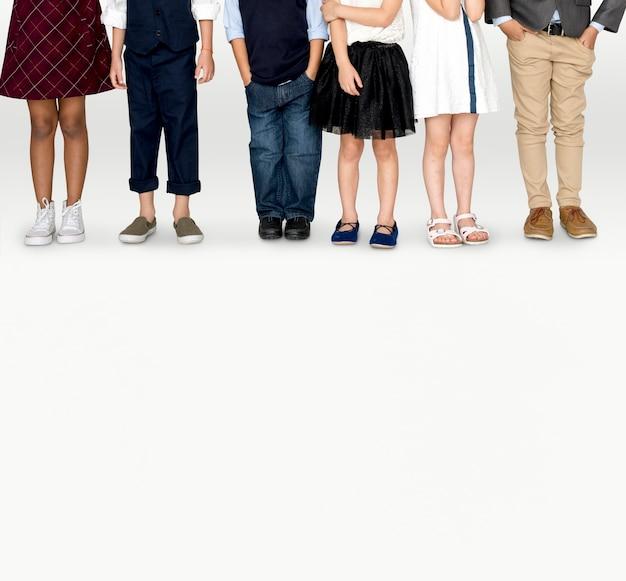 Маленькие дети одеваются современные модные