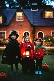 Маленькие трюки или лечение детей Бесплатные Фотографии