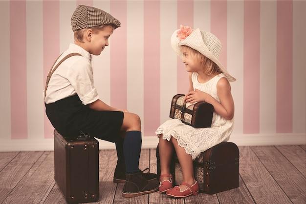 小さな女性と彼女のハンサムな男の子