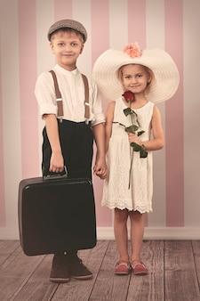 小さな女性と彼女の小さなボーイフレンド