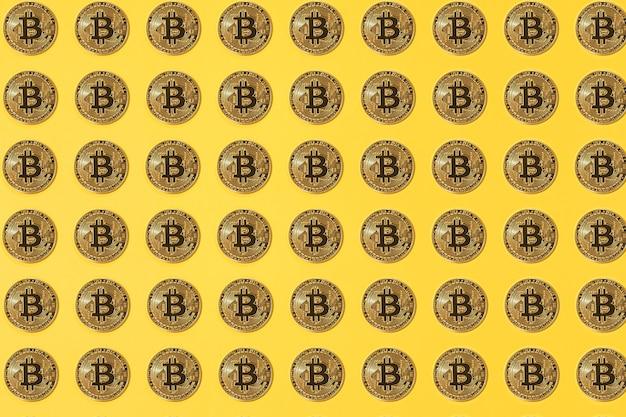 黄色の背景に小さなピンクのセラミック貯金箱のパターン。暗号通貨の概念、お金と節約の節約。