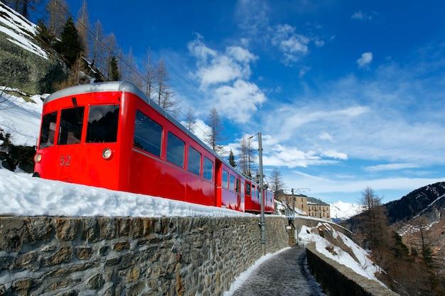 小さな赤い電車