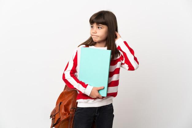 疑いを持って白い背景で隔離の小さな学生の女の子