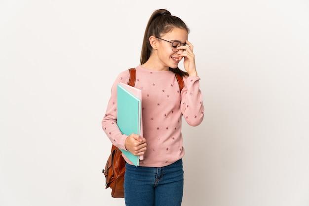 笑っている孤立した背景上の小さな学生の女の子