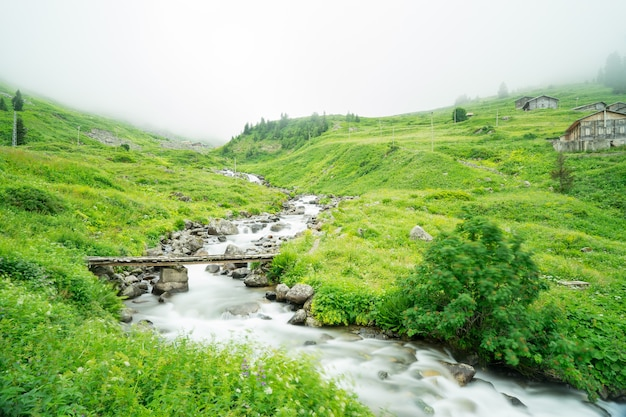 Маленький водопад в лесу, длительная выдержка. ризе - турция