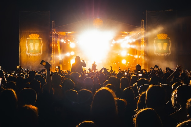 Живой концерт популярного российского рэп-певца басты Premium Фотографии
