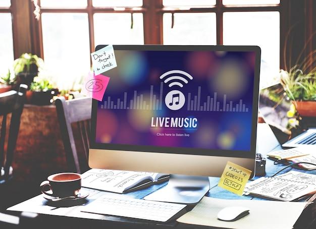 라이브 음악 듣기 엔터테인먼트 온라인 개념