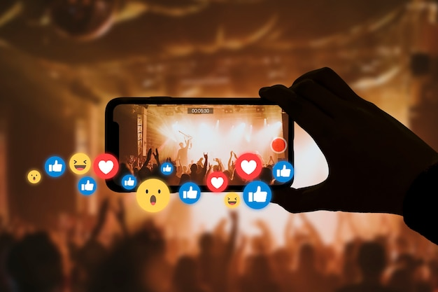 Live streaming concert for online social media with audience reactions