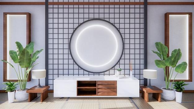 Стена живущей комнаты пустая белая с дизайном стиля японии украшения вниз освещает на стене полки. 3d-рендеринг