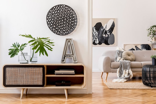 スタイリッシュな箪笥と壁にポスターフレームをモックアップしたリビングルームのインテリアデザインテンプレート