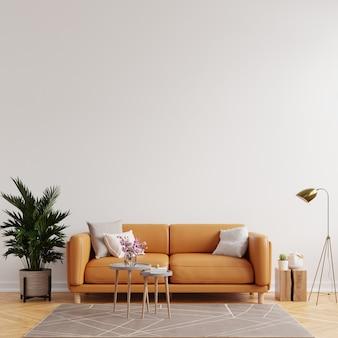 Макет внутренней стены гостиной в теплых тонах с кожаным диваном на белом фоне стены. 3d визуализация