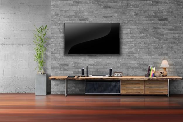 거실 나무 테이블과 벽돌 벽에 tv를 주도
