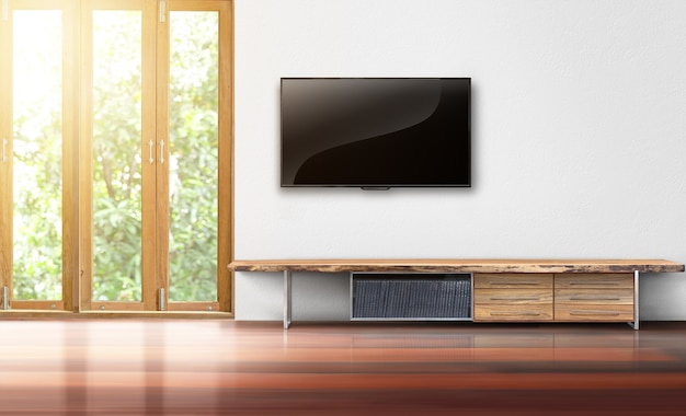 거실 나무 테이블 빈 인테리어와 흰 벽에 tv를 주도