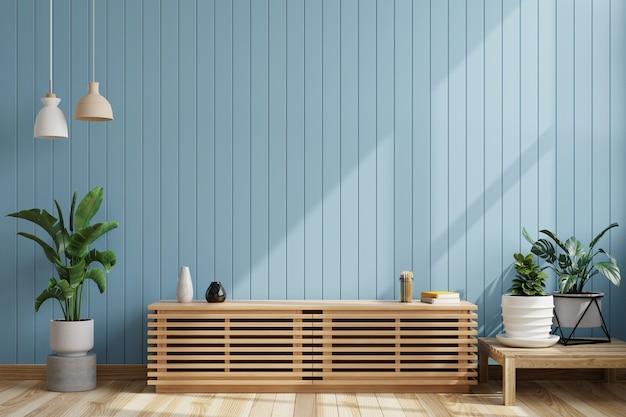 Гостиная с пустой синей деревянной стеной и тумбой под телевизор с горшками на полу