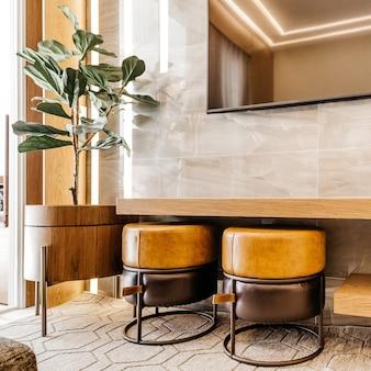Гостиная с современной и красивой отделкой