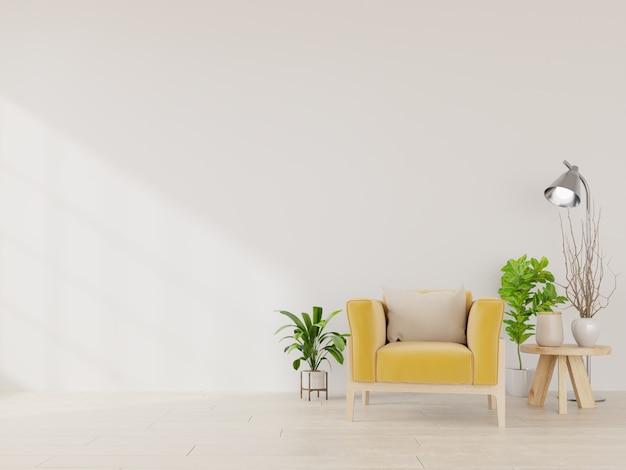 黄色の布製アームチェア、ランプ、空の白い壁に植物のあるリビングルーム。