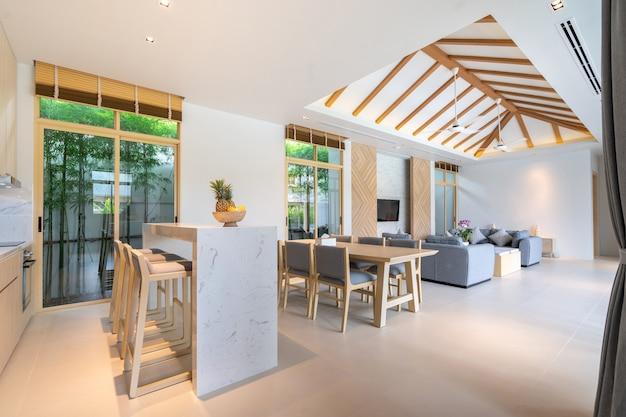 Livingroom with high raised ceiling