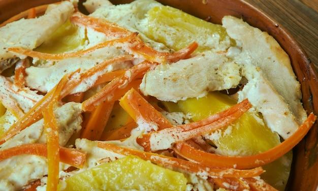 Запеченный картофель и запеканка из курицы на ранчо
