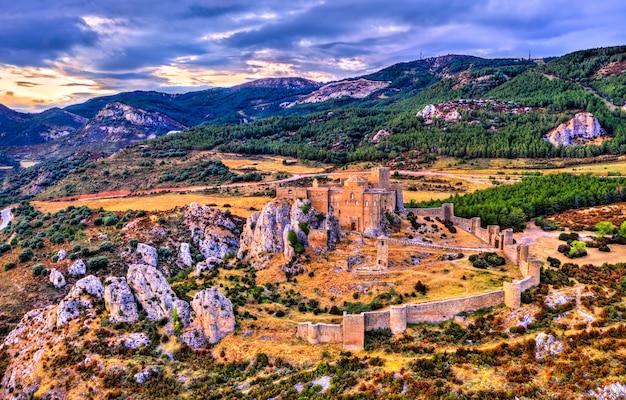 日没時のロアレ城。ウエスカ県-スペイン、アラゴン
