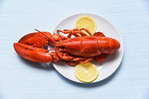 레몬 접시 해산물 조개 새우에 랍스터