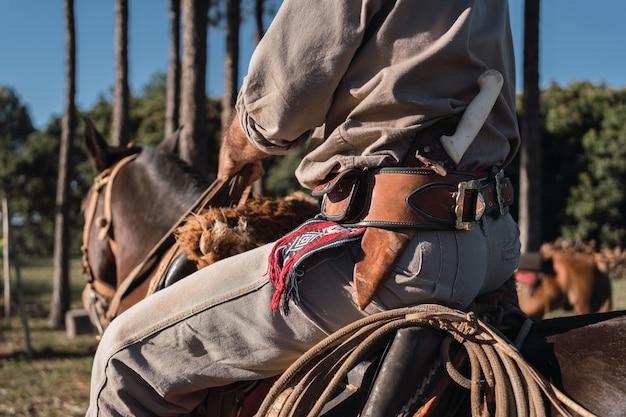 馬に乗っている地元の農家。ガウチョ。