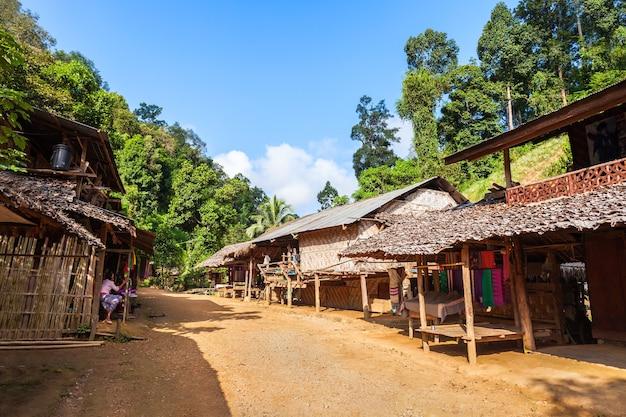 태국 북부 롱넥 마을의 현지 주택